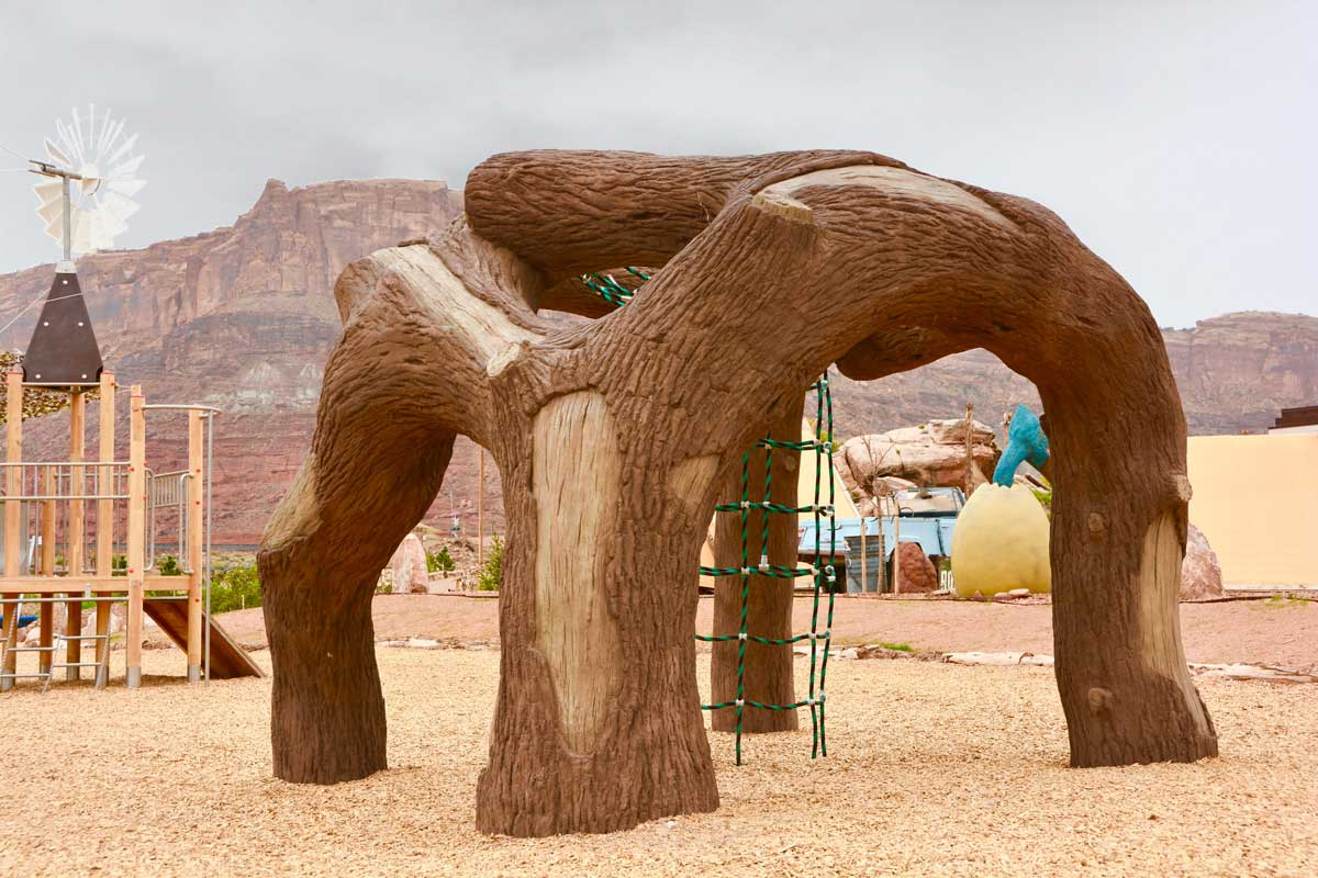 Tree like climbing structure for playgrounds and parks