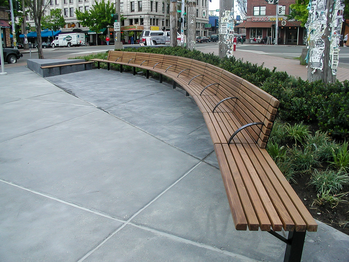 Urban Accessories Curved Bench