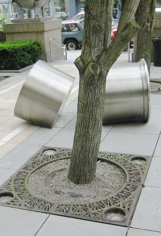 Tree grates to enhance modern landcsape architecture